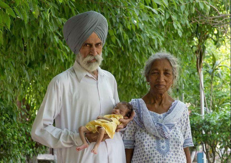 Nenek Kur bersama suaminya dan putranya, Armaan. (Foto: Metro)