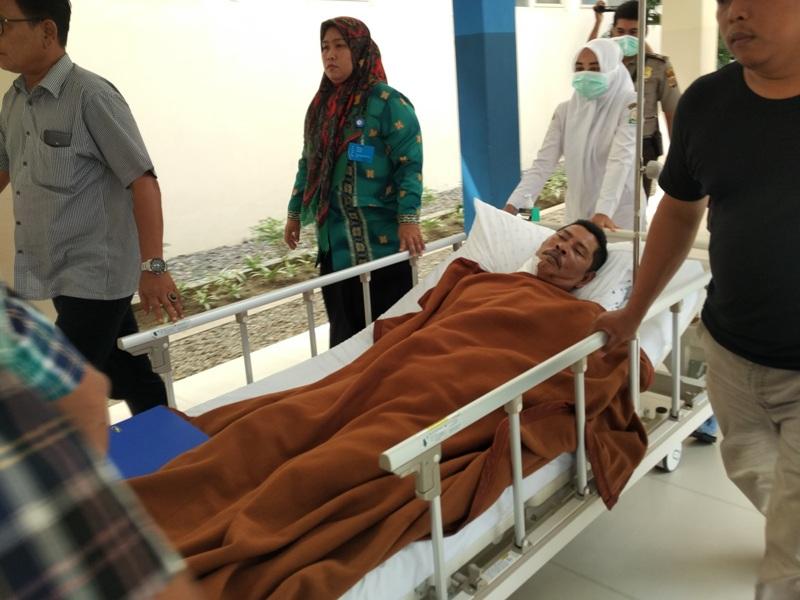 Juman, korban penembakan di Aceh Timur saat dibawa ke ruang radiologi RSUZA Banda Aceh (Rayful/Okezone)