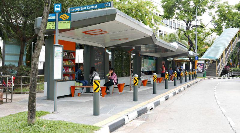 https: img.okezone.com content 2017 03 09 406 1638676 wow-halte-bus-di-singapura-dilengkapi-wi-fi-dan-perpustakaan-SByiRv9pi6.jpg