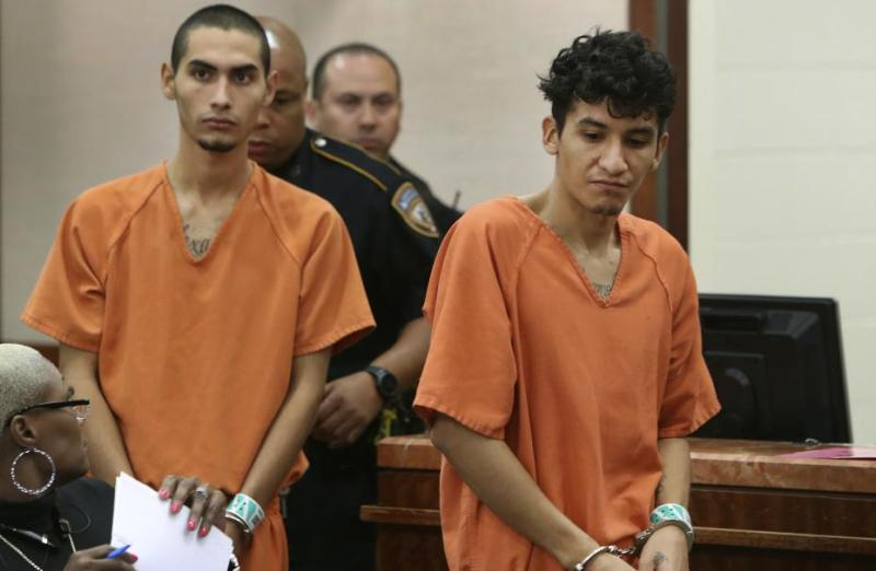 Anggota geng MS-13, Diego (kiri) dan Miguel (kanan). (Foto: AP)