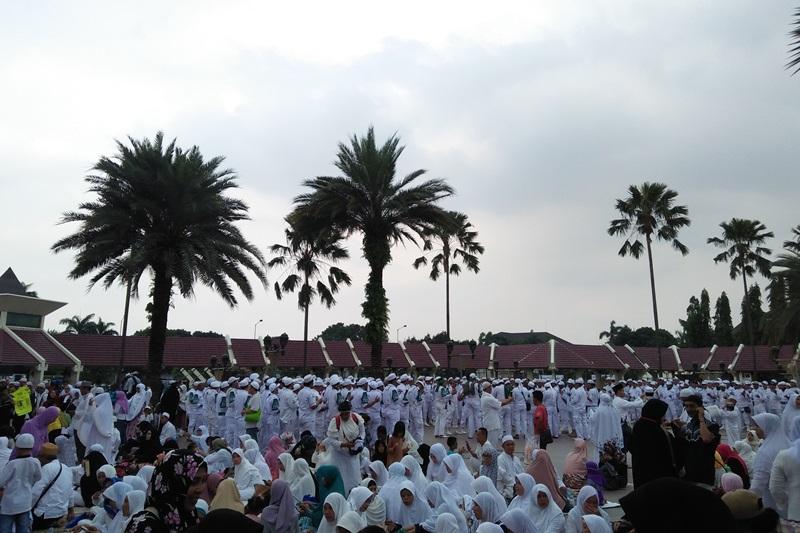 https: img.okezone.com content 2017 03 11 337 1640481 acara-peringatan-supersemar-selesai-ribuan-orang-tinggalkan-masjid-at-tin-5HgKtd95ls.jpg