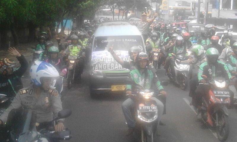 Sopir Angkot dan Pengemudi Online di Tangerang Berdamai (Foto: Rikhi/Okezone))