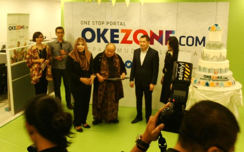 Rekor MURI dipersembahkan kepada Okezone kala merayakan HUT ke-10 di Redaksi Okezone (Foto: Randy Wirayudha)