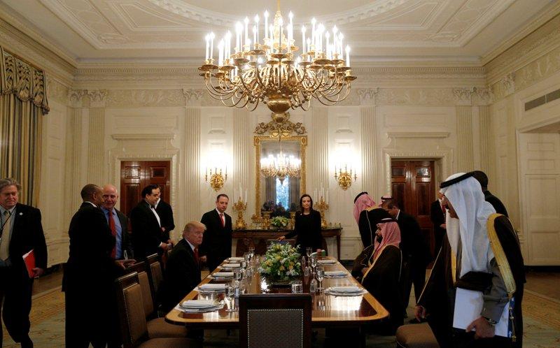 Presiden AS Donald Trump menjamu Pangeran Arab Saudi Mohammed bin Salman di Ruang Oval Gedung Putih (Foto: Reuters)