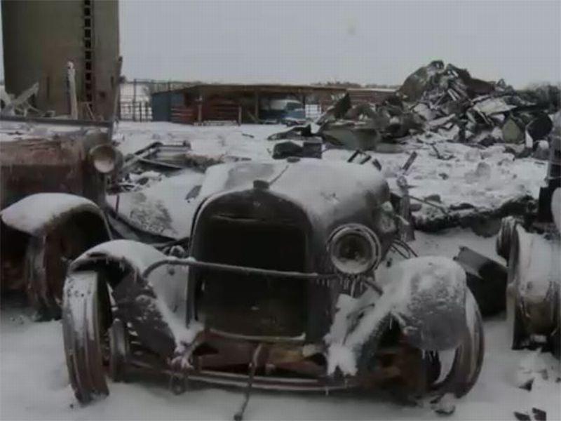 Beberapa koleksi mobil klasik hangus terbakar (foto: Carbuzz)