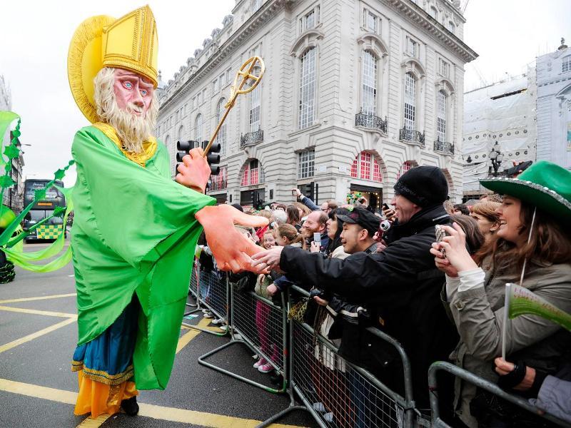 Parade Hari Santo Patrick di salah satu sudut Kota London, Inggris (Foto: Carl Court/AFP)