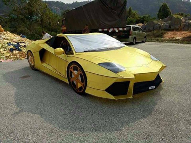 Lamborghini Avntador dari kertas (foto: Carscoops)
