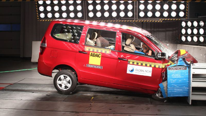 Uji tabrak Chevrolet Enjoy (foto: Motor1)