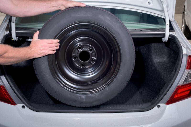 Ilustrasi ban serep mobil (Foto: Chrysler capital )