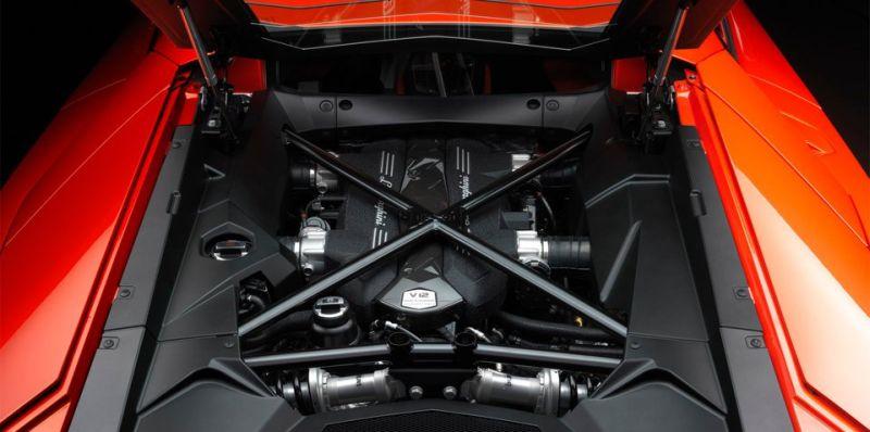 Mesin Lamborghini V12 (foto: Caradvice)