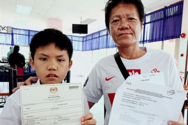 Jia Yi (kiri) dan ayahnya Tan Ban Guan (kanan). (Foto: The Star)