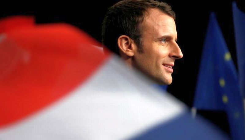 Capres independen Emmanuel Macron unggul dalam jajak pendapat sementara menjelang debat pilpres Prancis malam ini. (Foto: Reuters)