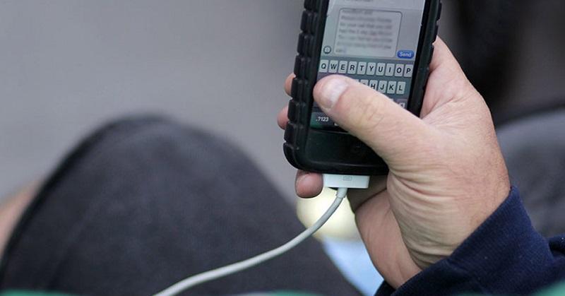 Pria Ini Tewas Akibat Ceroboh saat Men-Charge iPhone