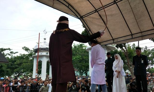 Asyik Indehoy, 4 Pasangan Bukan Muhrim Kena Hukuman Cambuk