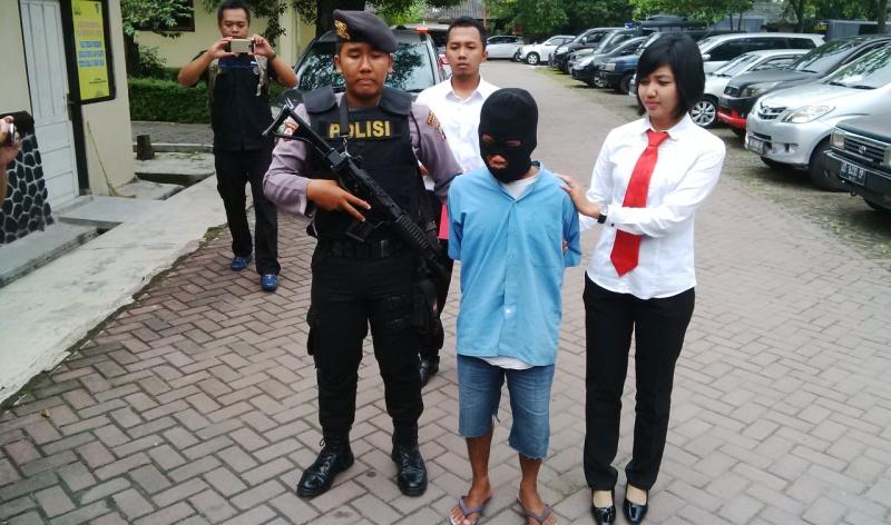 Pelaku Pencabulan pada 16 Anak Diringkus Polisi (Foto: Bramantyo/Okezone)