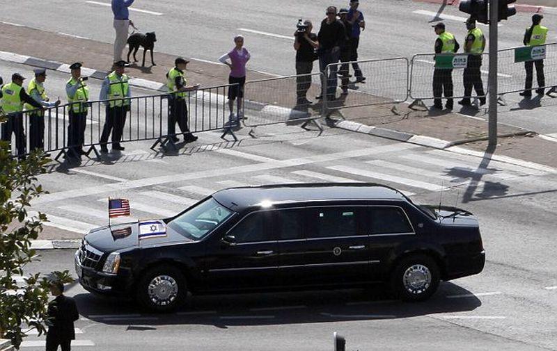 limusin kepresidenan AS Cadillac One saat berada di Israel (Foto: AFP)