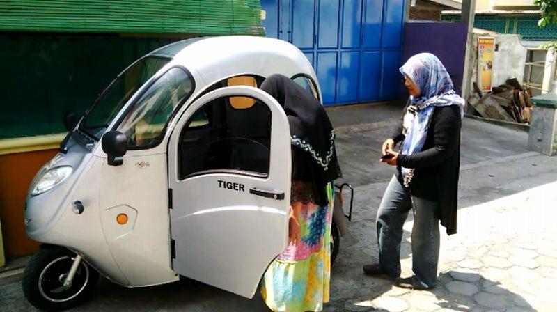 Polisi membolehkan motor listrik Motec R3 digunakan di jalan raya (Foto: Okezone)