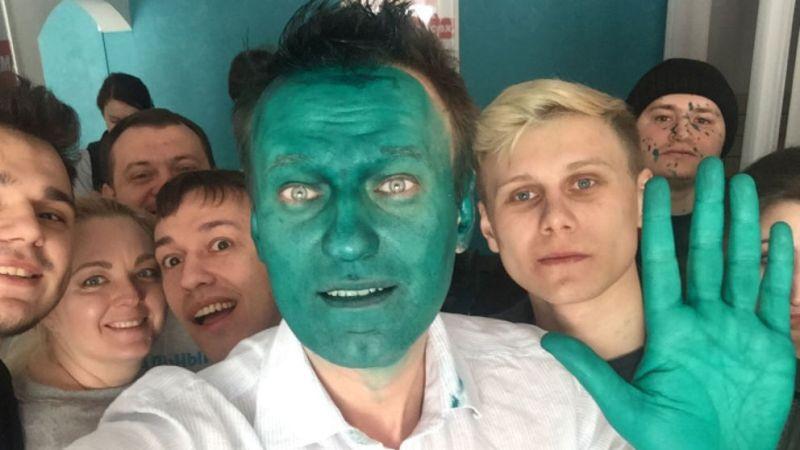 Alexei Navalny mengunggah wajahnya yang berubah menjadi hijau ke akun Twitter (Foto: Alexei Navalny/Twitter)