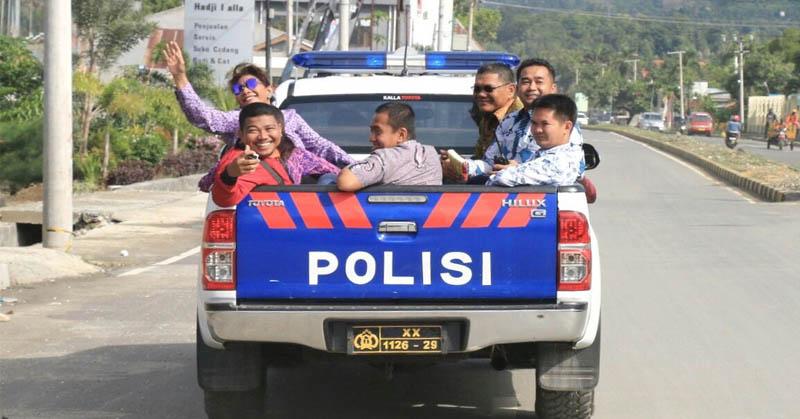 Naik di Bak Mobil Polisi, Menteri Susi Tarik Perhatian Warganet