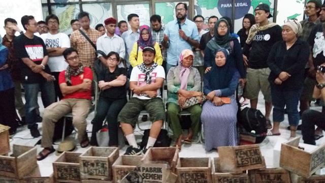 LBH Jakarta saat menggelar jumpa pers perihal kematian Patmi (foto: Fadel/Okezone)