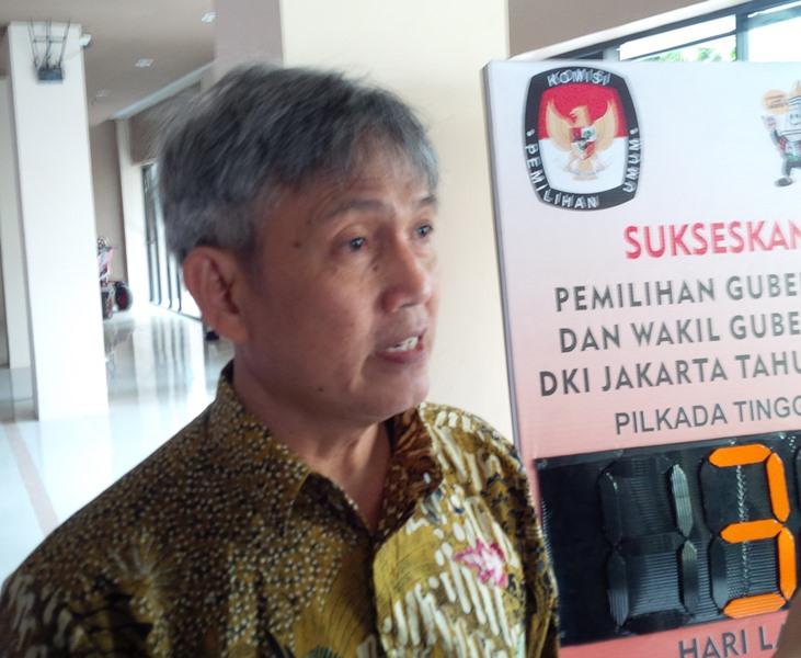 Komisioner KPU DKI Jakarta, Moch Sidik di KPU DKI, Salemba, Jakarta Pusat. (Foto: Fadel Prayoga/Okezone)