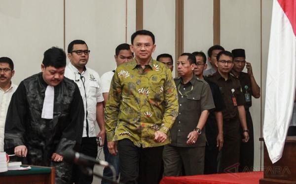 Terdakwa Ahok saat sidang di PN Jakut (foto: Antara)