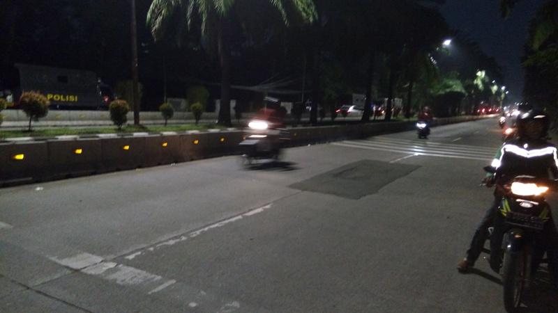 Kendaraan mulai melintasi ruas jalan depan gedung Kementan (foto: Okezone)