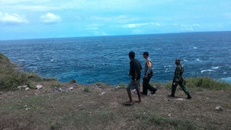Tim mencari turis asal Selandia Baru yang hilang saat berswafoto di Tebing Billabong, Bali. Foto Nurul Hikmah/Okezone