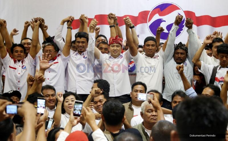 Ketum Partai Perindo Hary Tanoesoedibjo saat melantik ribuan pengurus DPRT. (Okezone)