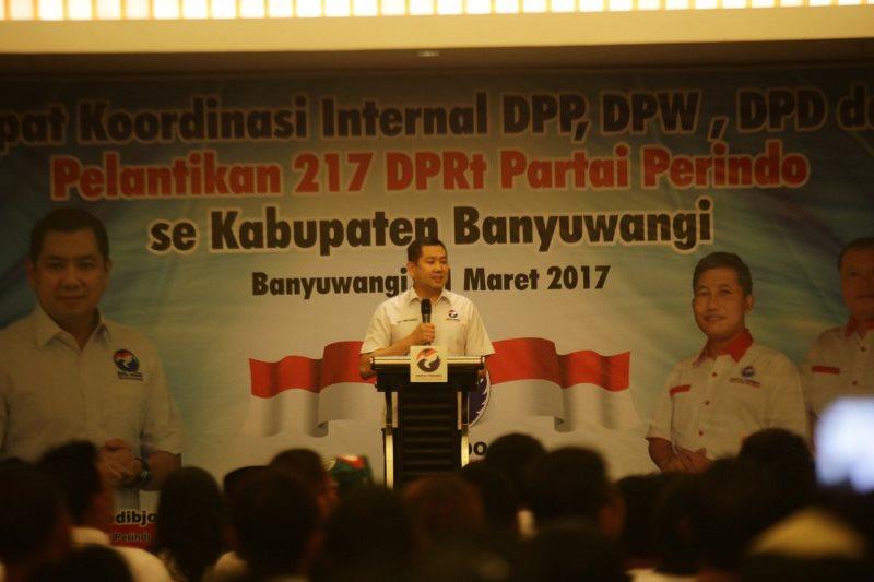 Ketua Umum Partai Perindo Hary Tanoesoedibjo memberi sambutan saat pelantikan DPRt Perindo Banyuwangi. Foto dok Perindo