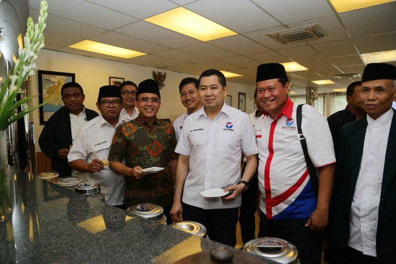Ketua Umum Partai Perindo Hary Tanoesoedibjo bertemu Bupati Banyuwangi Abdullah Azwar Anas. Foto dok Perindo