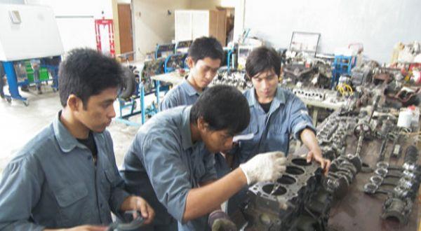 Mahasiswa politeknik sedang praktik (Foto: Okezone)