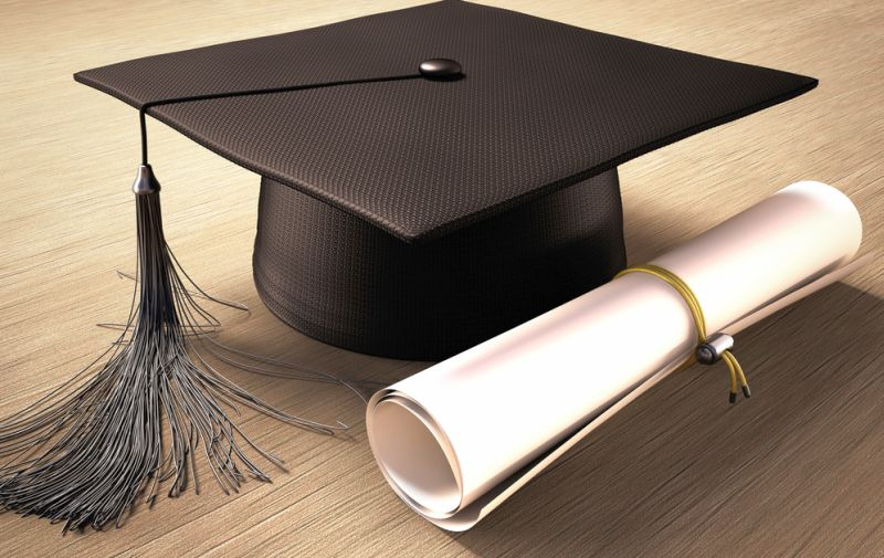 Gigih Belajar, Chyntia Sukses Jadi Wisudawan Terbaik dengan IPK 3,88