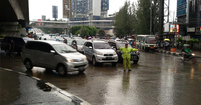 Jakarta Diguyur Hujan Pagi Ini, Jalanan Licin
