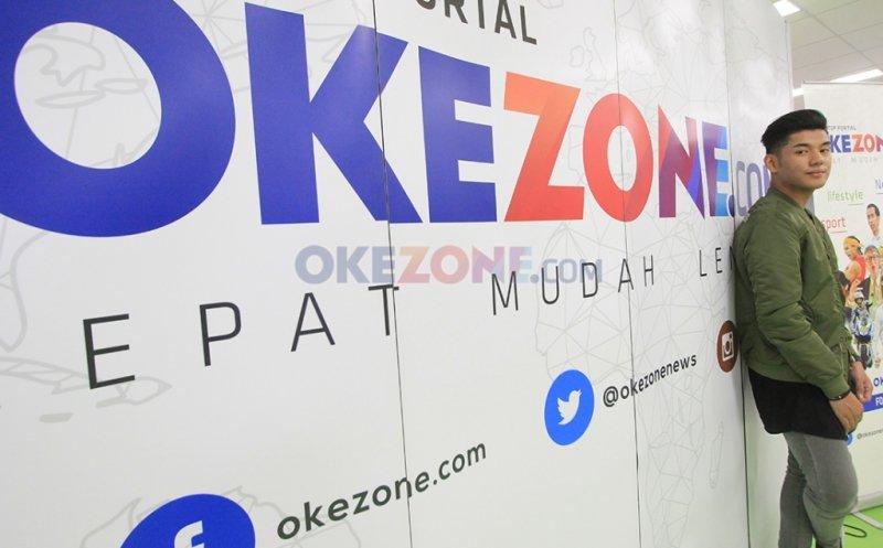 https: img.okezone.com content 2017 03 23 406 1650418 penyanyi-tampan-jaz-ungkap-uniknya-kehidupan-di-brunei-darussalam-VislJTW8EZ.jpg