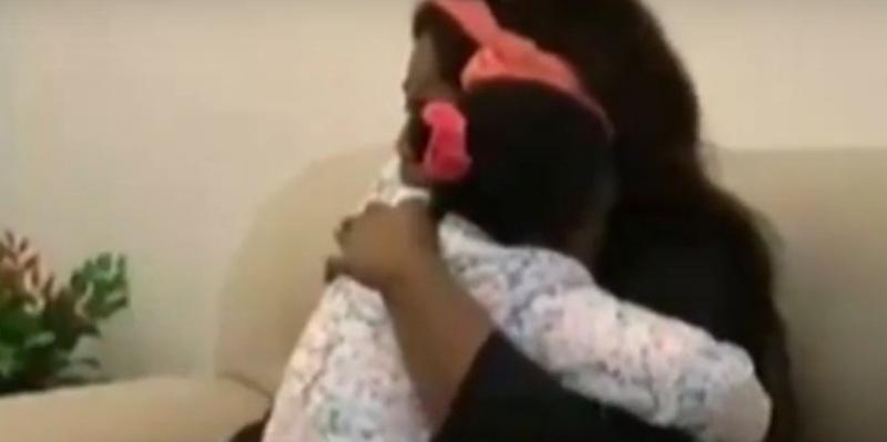 Zanabou dan Oumoh bersatu kembali di Bandara Palermo, Italia (Foto: Youtube)