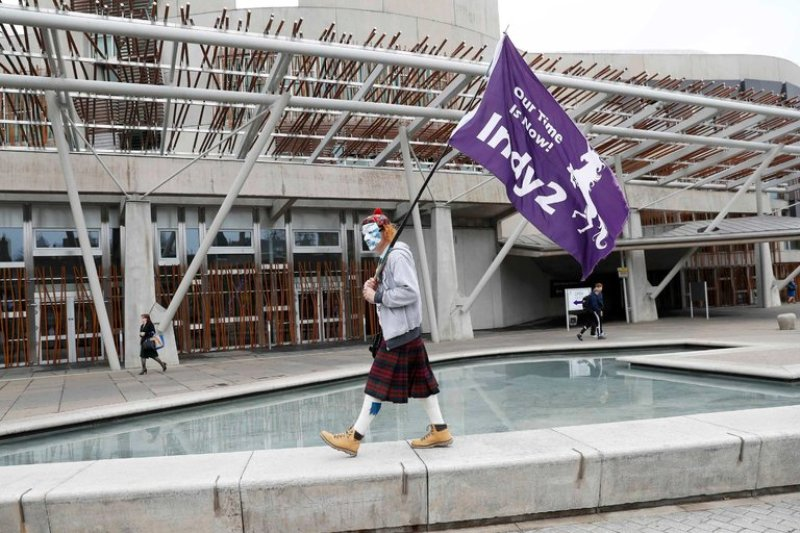 https: img.okezone.com content 2017 03 29 18 1653418 parlemen-skotlandia-sepakat-minta-referendum-kemerdekaan-kedua-IIPWgFfuxM.jpg