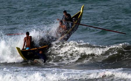 Kisah Anak Engros dan Tobati, Harus Mendayung Perahu Kole-Kole Untuk Sekolah