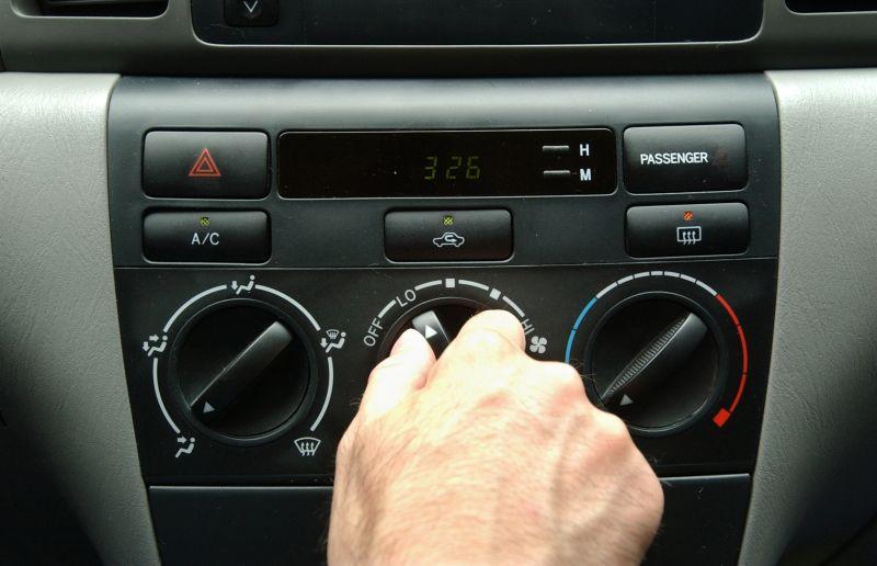 Aturan Menghidupkan AC saat Mobil Dipanaskan