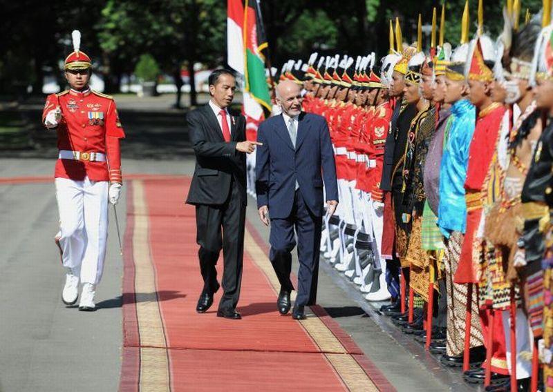 https://img.okezone.com/content/2017/04/05/18/1659684/ini-suasana-penyambutan-presiden-afghanistan-di-istana-merdeka-mLB3bscCZQ.jpg