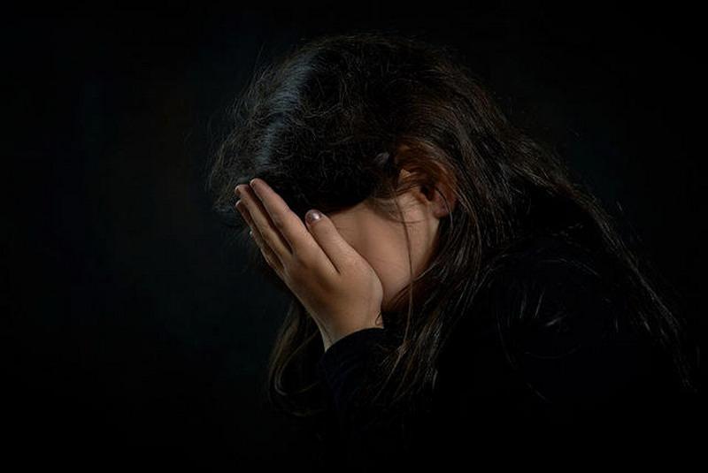 https: img.okezone.com content 2017 04 05 340 1659615 bejat-abg-diperkosa-empat-pria-di-depan-pacarnya-XNgnNPqcO2.jpg