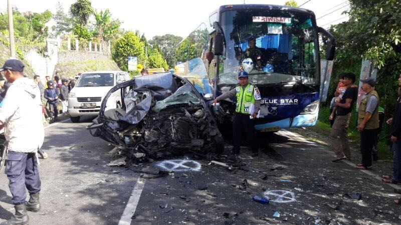 Avanza versus Bus Pariwisata di Puncak Bogor, Satu Nyawa Melayang