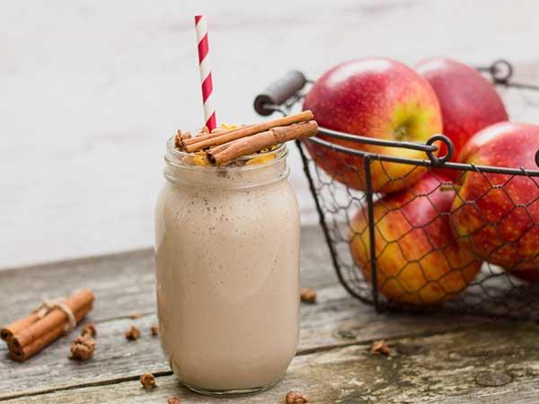 https: img.okezone.com content 2017 04 06 481 1660917 yuk-cobain-smoothie-apel-kayu-manis-nih-manfaatnya-s8qmrER0YD.jpg