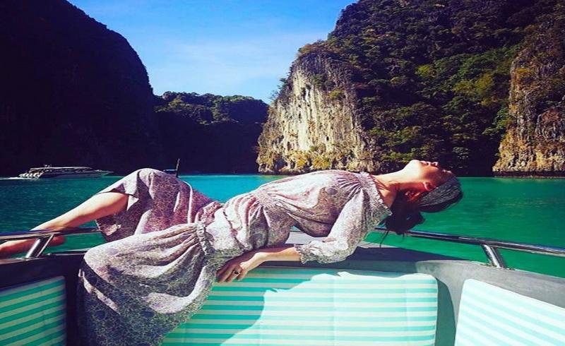 https: img.okezone.com content 2017 04 07 33 1661848 berlibur-di-phuket-lindsay-lohan-tak-lagi-pakai-bikini-seksi-ao1ZpvgI2V.jpg