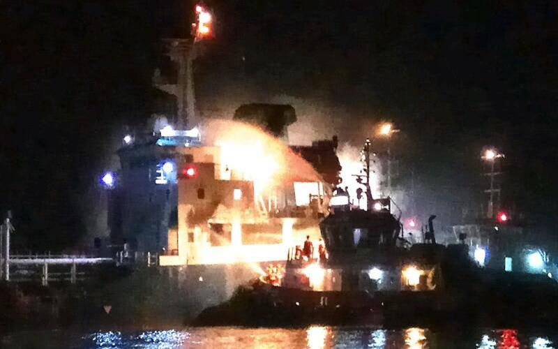 Kapal tanker tabrakan dengan kapal motor di Sungai Kapuas (Foto: Dok. Polda Kalbar)