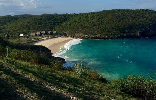 romantisnya kemah mewah di pinggir pantai lombok timur