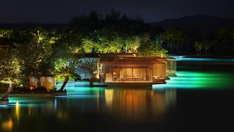 https: img.okezone.com content 2017 04 07 470 1661847 hotel-ini-punya-laut-pribadi-seluas-20-ribu-meter-persegi-cU6oIfgAzv.jpg