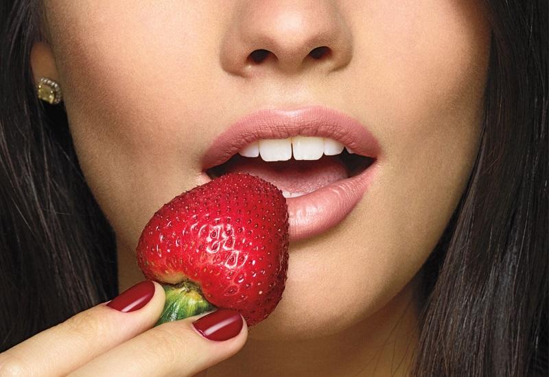 https: img.okezone.com content 2017 04 11 194 1664719 5-alasan-stroberi-jadi-buah-istimewa-untuk-kecantikan-Yd3AF3Qs6H.jpg