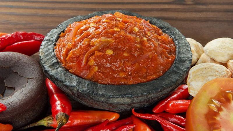 https: img.okezone.com content 2017 04 11 298 1664850 food-story-5-sambal-paling-populer-di-indonesia-qDGpHd5VjT.jpg