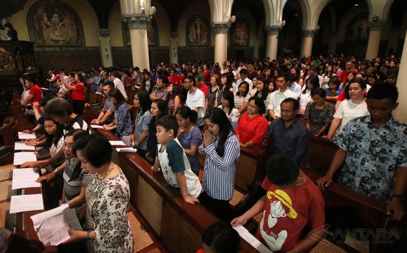 Dihadiri Ribuan Jemaat Perayaan Paskah Di Gereja Katedral Berlangsung Kondusif Okezone Megapolitan